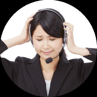 テレワークをした場合、会社に来た問い合わせ電話の処理をどうすればいいのか困っている女性社員
